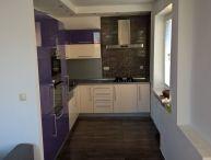 AKTUÁLNY Ponúkam na predaj veľmi pekný tehlový 3 izbový priestranný byt s lodžiou v OV v blízkosti centra mesta a železničnej stanice ul. Hospodárska v Trnave.