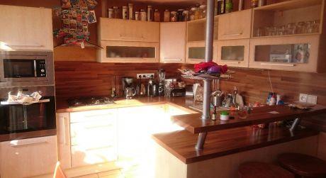Predaj 3-izb.bytu s loggiou v centre Detvy.