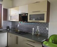 DIAMOND HOME s.r.o Vám ponúka na predaj radový poschodový veľmi pekný čiastočne zariadený 4 izbový rodinný dom v Dunajskej Strede v tichej novej štvrti .