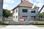EXKLUZÍVNE!! Priestranný rodinný dom v dobrom stave na priestrannom pozemku v obci Skačany