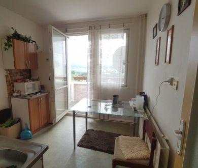 Ponúkame Vám na predaj 3 izbový byt v Považskej Bystrici, na sídlisku Rozkvet.