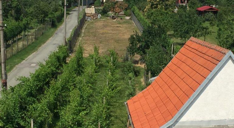 Rodinný dom na pozemku 522 m2 a priľahlým vedľajším  pozemkom o výmere 470 m2 !!