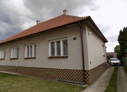 EXKLUZÍVNY PREDAJ - Rodinný dom na peknom pozemku - možnosť rekonštrukcie podľa vlastných predstáv