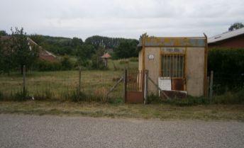 Luxusný stavebný pozemok v centre obci Semerovo  na predaj, exkluzívne v Dobrých realitách
