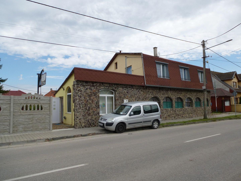 1eef2bac3b Predaj apartmánového domu priamo v ulici termálneho kúpaliska vo Veľkom  Mederi - Veľký Meder - Imperium RK
