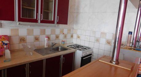 Predaj - čiastočne prerobený 2 izbový byt s balkónom na ul. Lodnej v Komárne