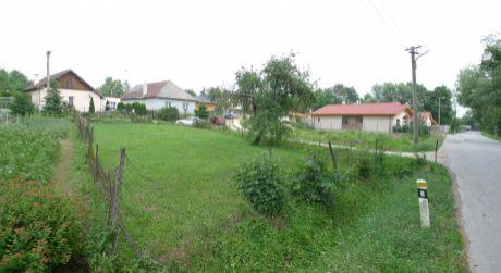 Na predaj stavebný pozemok v obci Závada