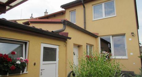 Na predaj 10 - ročný, nízkoenergetický rodinný dom s nádhernou záhradou, Piešťany, Prednádražie
