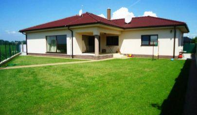 REALITY MAN – aj krátkodobo - 5 izb. bungalov 220 m2, pozemok 644 m2 - Ducové