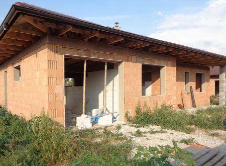 Holodom bungalovu vo Voderadoch 2