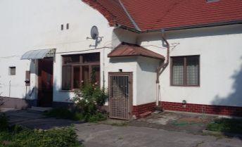 Kvalitný meštiansky dom v centre Komárna