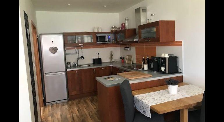 rezervovaný - Moderný 2 izbový byt s parkovaním