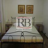2-izbový byt na Zámockej ulici pod Bratislavským hradom v Starom meste