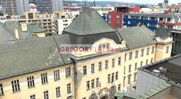 PRENÁJOM: 4 izbový byt s parkingom, centrum mesta, Dunajská ul., Bratislava I. Staré Mesto