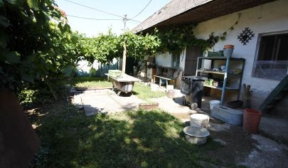 Exkluzívne v APEX reality - starší 3iz. RD v Šulekove, pozemok 1224 m2, šírka SP 14 m, všetky IS
