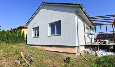 APEX reality - 4 iz. novostavba RD v tichej časti obce Tepličky, pozemok 528 m2, (holodom)