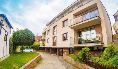 EXKLUZÍVNY moderný 2-izb byt, 82m2 + terasa + privat parking / Thurzova ul. / KE - CENTRUM