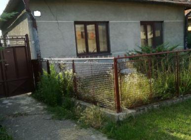 MAXFIN REAL - ponúka na predaj rodinný dom v pôvodnom stave v Šoporni
