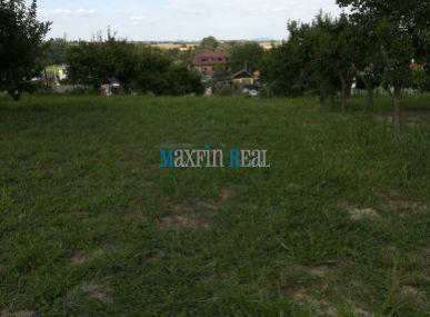 MAXFIN REAL - ponúka na predaj veľkú rozlohu pozemku s rodinným domom v obci Pata