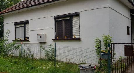 PREDAJ - rodinný dom v obci Kravany nad Dunajom.