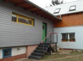 Exkluzívne na predaj krásny atipycký rodinný dom v obci Suchohard