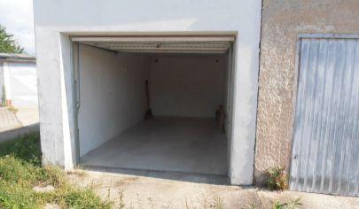 MARTIN ĽADOVEŇ  tehlová garáž 18m2