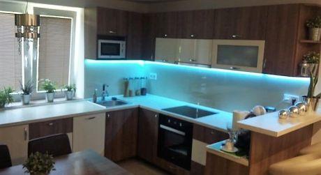 IBA U NÁS! Predaj - Kompletne prerobený tehlový 2 izbový byt v Komárne
