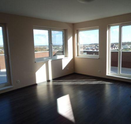StarBrokers - PREDAJ pekného 2-izb.bytu s veľkou terasou a park.státím pri jazere a golfe, kvalitný štandard za super cenu