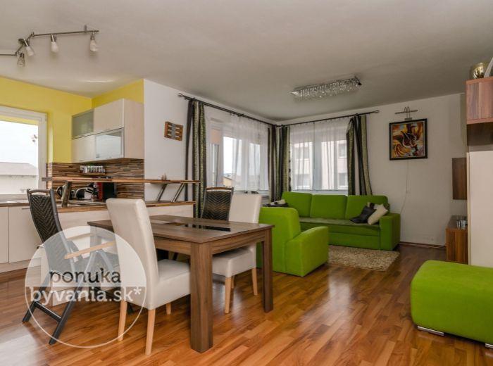 PREDANÉ - PRI PÍLE,  3-i byt, 95 m2 – BYT V NOVOSTAVBE s obrovskou predzáhradkou, TERASOU a ALTÁNKOM
