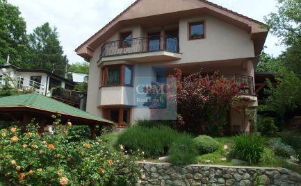 Predáme komfortný, trojpodlažný 6-izbový rodinný dom v Lamači v prírodnom prostredí na okraji lesa