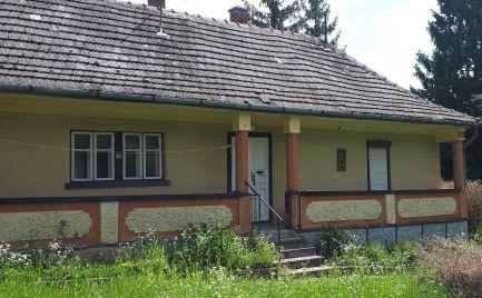 GEMINIBROKER Vám ponúka na predaj zariadený dom v obci Vilyvitány
