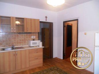 1-izb.byt, 38m2 s pivniciu na sídl.Dubnička, Bánovce n/B.- predaj