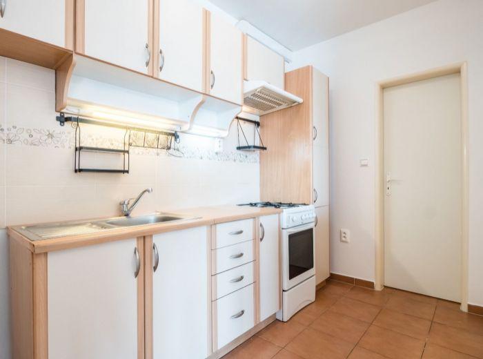 PÍNIOVÁ,  2-i byt, 51 m2 – NOVŠIA STAVBA, skvelý štartovací byt, TEHLA, v blízkosti Malého Dunaja