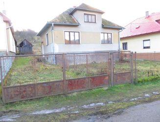 REZERVOVANÉ - Ponúkam na predaj rodinný dom s veľkým pozemkom 1790 m2, okres Martin