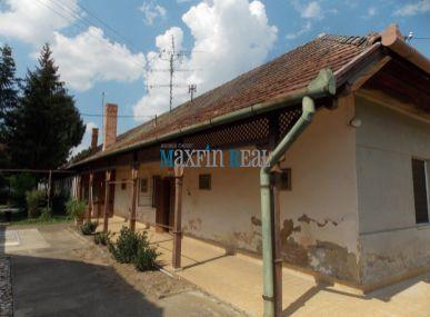 MAXFIN REAL-Predám starší rodinný dom v centre Želiezoviec.