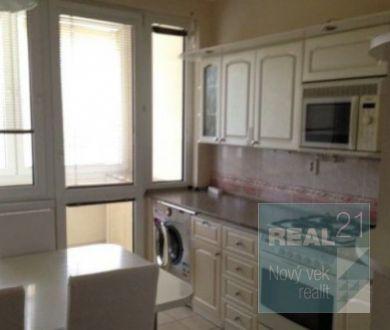 Ponúkame na predaj 3-izbový byt v Dubnici nad Váhom.