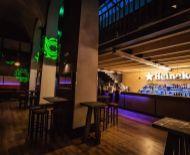 Nočný bar v priamom centre na odstúpenie