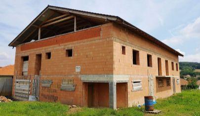 PODHÁJSKA - rozostavaný objekt, 1200 m2 užitkova plocha, 1219m2,okr. Nové Zámky