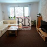 Priestranný 4i byt na Bzovíckej ulici v Petržalke