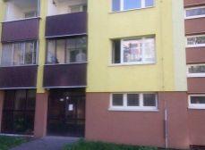 Ponúkame Vám na predaj 1 izbový byt s loggiou na ul. Pri Šajbách v zateplenom dome, 37m2.