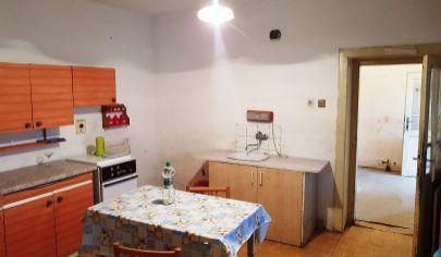 MALÉ RIPŇANY 3 izbový dom pôvodný stav, pozemok 515 m2, okr. Topoľčany