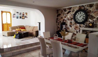 PRESEĽANY 4 izbový rodinný dom, pozemok 1212 m2, okr. Topoľčany