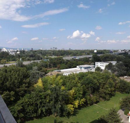 Dvojgarsónka vo vyhľadávanej lokalite na začiatku Petržalky s výbornou dostupnosťou do centra.REZERVOVANÝ.