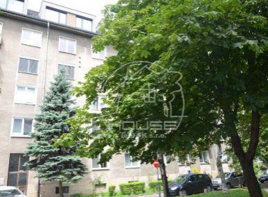 PREDAJ: 2 izb. byt, výmera 60 m2, sbalkónom, čiastočná rekonštrukcia, Budovateľská ul., BA – Nivy