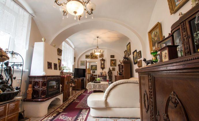 Exluzívna nehnuteľnosť s mnohými možnosťami okamžitého využitia  priamo v historickom centre rakúskeho mestečka Hainburg a.d.Donau vzdialenej iba 17 km od Bratislavy !!!