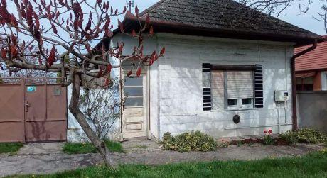 Ponúkame na predaj rodinný dom v Kameníne.