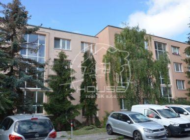 PREDAJ: 2 izb. byt, výmera 41,20 m2, 2x balkón, pôvodný stav, Višňová ul., BA  Vinohrady (Kramáre)