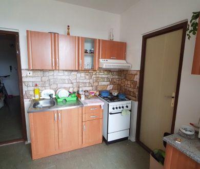 REZERVOVANÝ.Ponúkame Vám na predaj 3 izbový byt v Považskej Bystrici, na sídlisku Rozkvet.