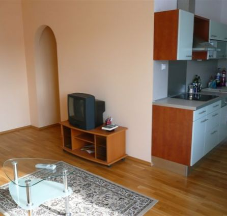 STARBROKERS – Prenájom 2-izbového bytu v centre mesta na Dunajskej