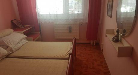 Na predaj veľký 3-izbový byt s loggiou v osobnom vlastníctve v časti Juh - na ulici T.Vansovej .